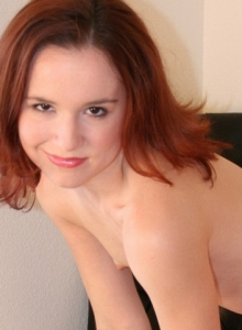 Girl Next Door Babe Anna Strips Out Of Her Bikini Showing Off Her Perfect Naked Body - Picture 9